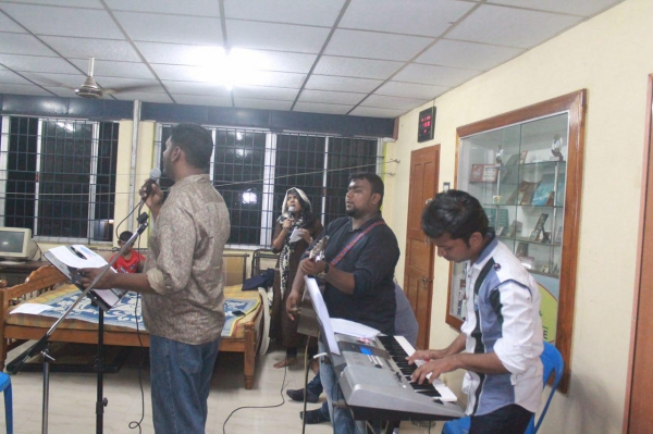 Praise and worship at monthly event in Chennai